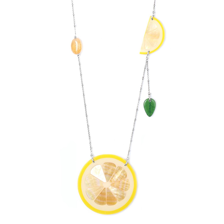 CITRUS Collar largo medallón limón nácar blanco