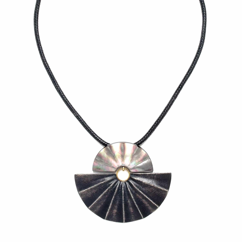 ANDALOUSIE grand collier nacre noire et bois